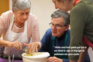 Anita weet heel goed wat het is om blind te zijn en begrijpt de patiënten als geen ander.