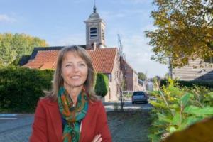 Sonja De Becker in een dorp