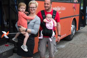 Annelies Vanlangenaeker met haar gezin in Stevoort op de streekproductenmarkt 'Van eigen kweek'