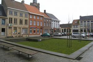 Heraangelegd plein in Roesbrugge