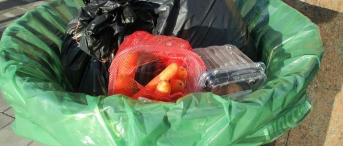 Te veel voedsel wordt niet opgegeten en belandt in de vuilbak.