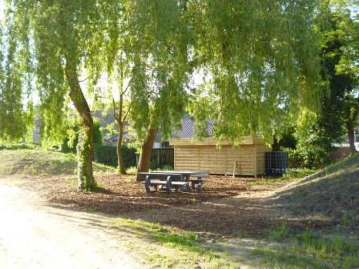 Warme tuin Ocura Beringen, het tuinhuis en zitplekje